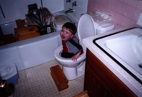 kid_stuck_in_toilet-12286